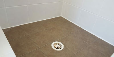 shower with drain